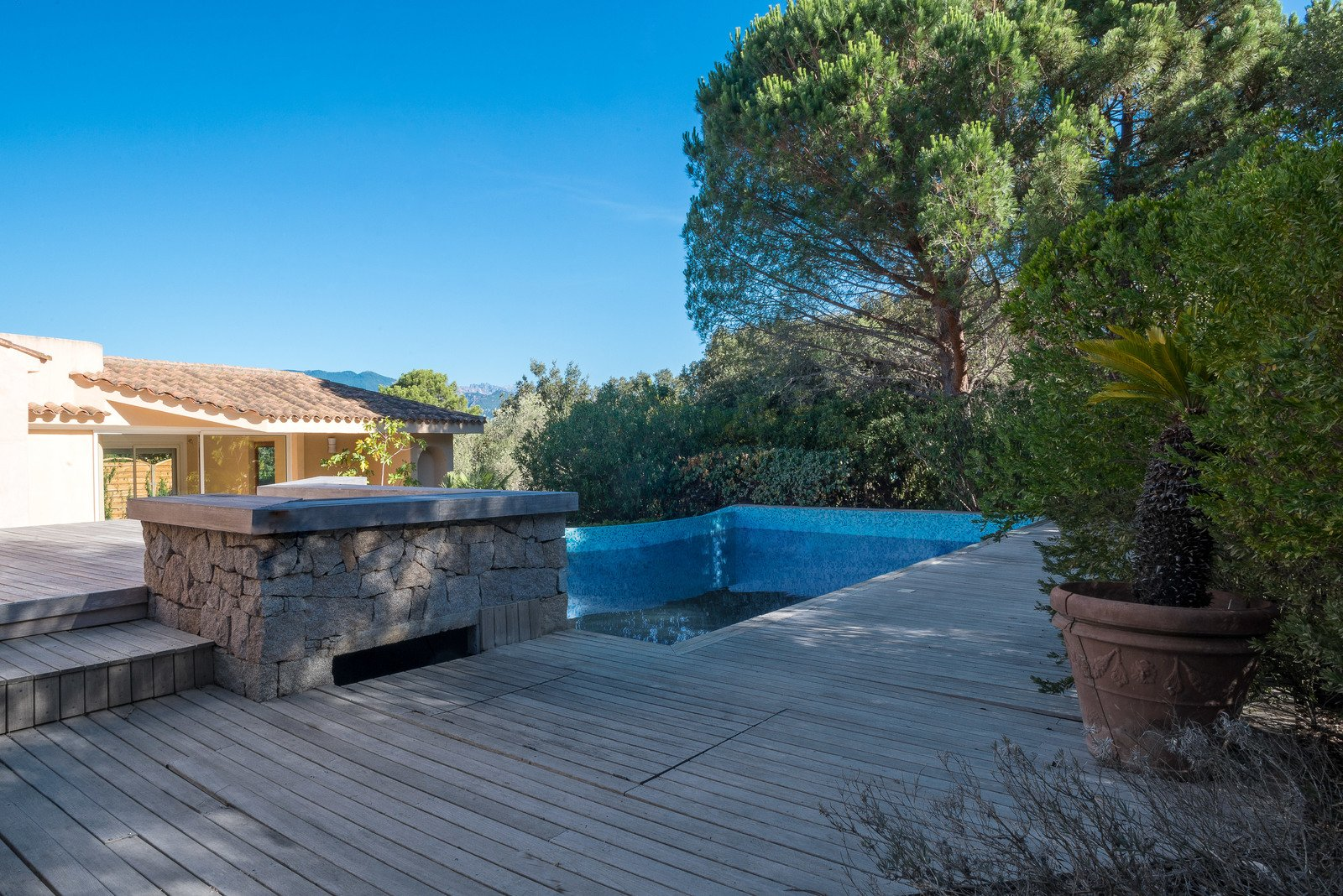 Charming property for sale in cala rossa porto vecchio for Une piscine