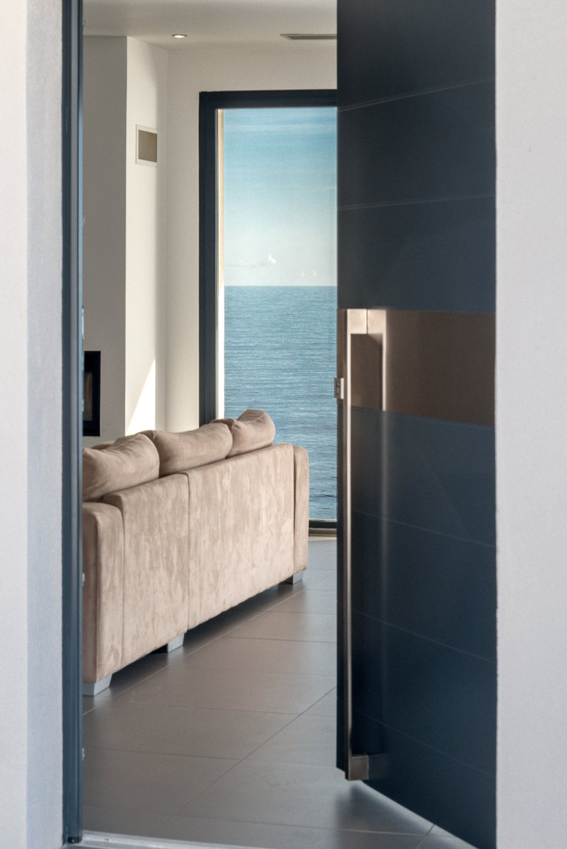 villa pieds dans l 39 eau vendre sur la route du cap corse. Black Bedroom Furniture Sets. Home Design Ideas