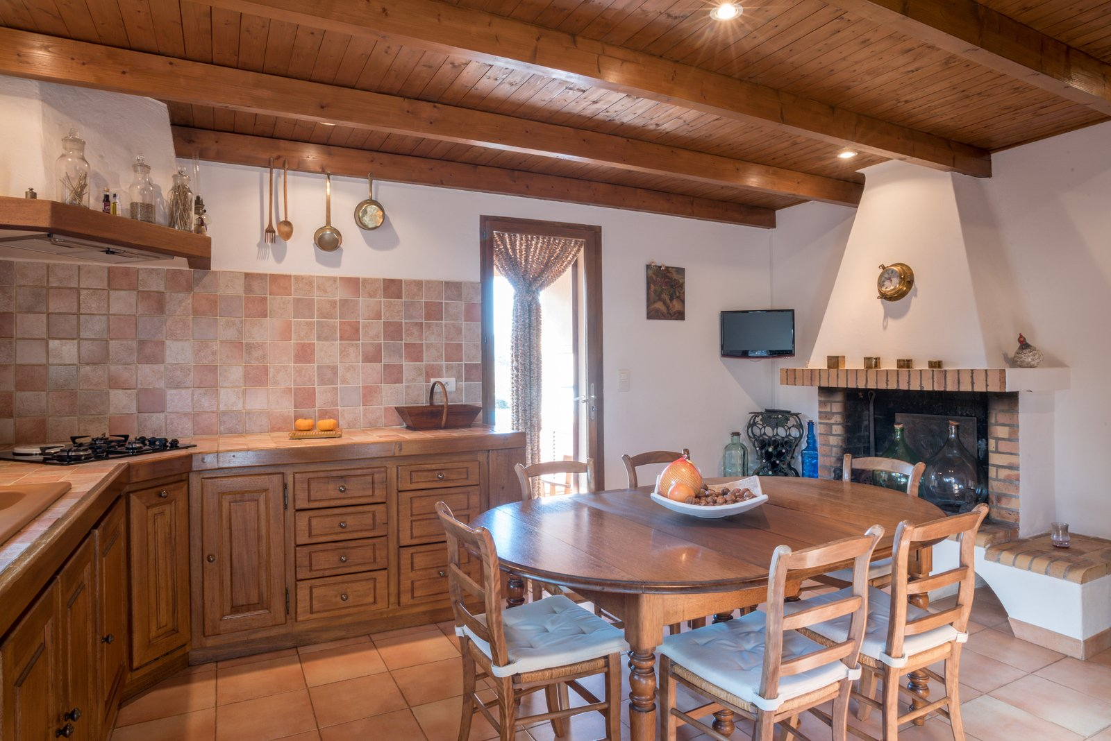 Corsica porto vecchio villa for sale route de palombaggia for Amenagement cuisine avec cheminee